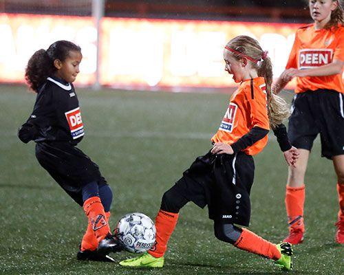 V.V. Oosthuizen en Hollandia door in de Deen Cup
