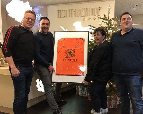 FC Volendam zet familie Oberegger in Oostenrijk in het zonnetje