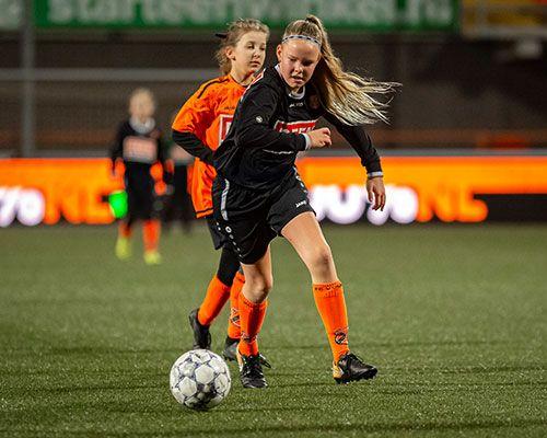 Meiden VV Oosthuizen en jongens SVW '27 door naar de halve finale Deen Cup