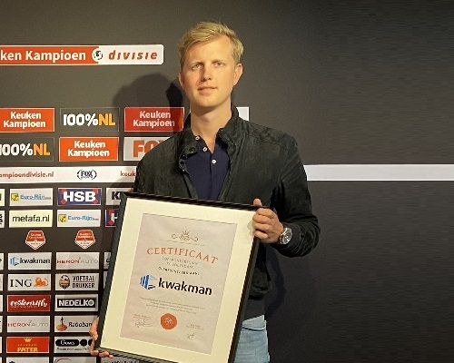 Kwakman Groep spreekt vertrouwen uit in koers FC Volendam met tweejarige verlenging sponsorovereenkomst