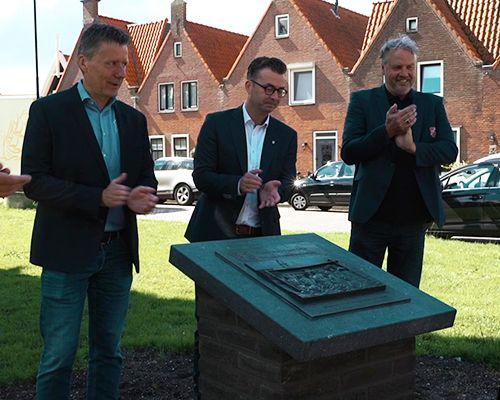 Onthulling plaquette '100 jaar voetbal in Volendam'