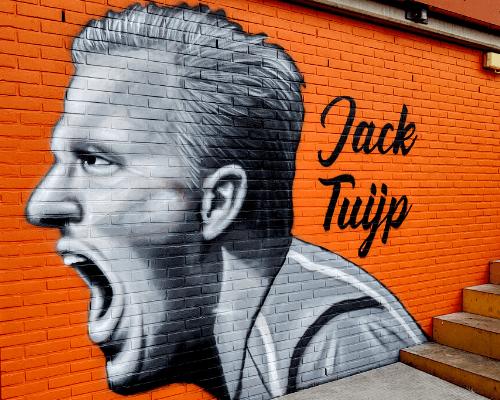 Supporters verzorgen prachtige portretten op Jaap Jonk tribune