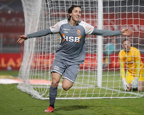 Volwassen FC Volendam wint strijd om Markermeer