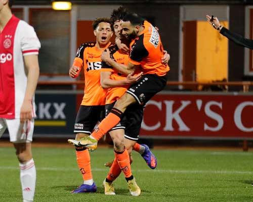 God zegene de greep bezorgt FC Volendam winst in knotsgek duel
