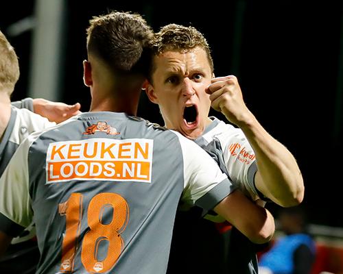 Late treffer Kaars bezorgt FC Volendam historische zege