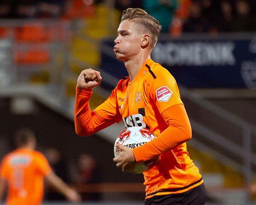 FC Volendam wint tijdens doelpuntenregen van Jong AZ
